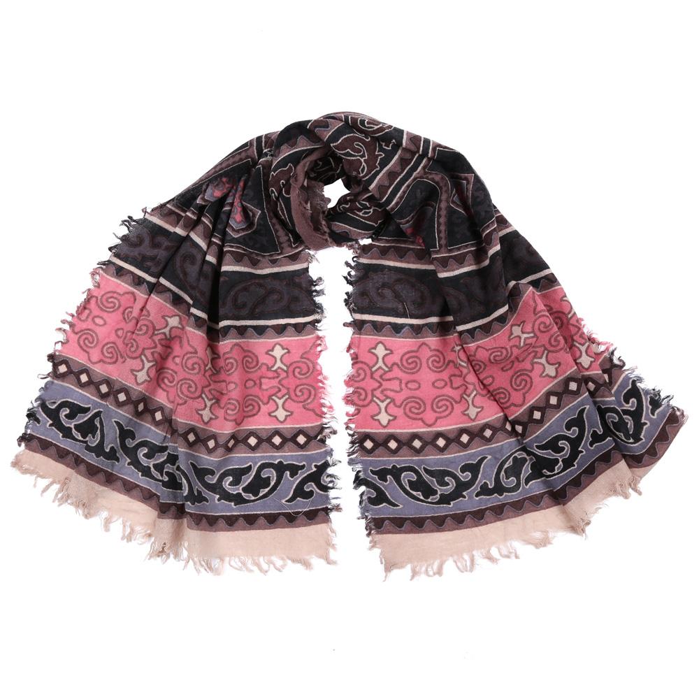 1008050-1Стильный шарф поможет внести живость в любой образ, подарит уют и согреет от холодного ветра. Выполнен из высококачественного материала и оформлен оригинальным принтом.