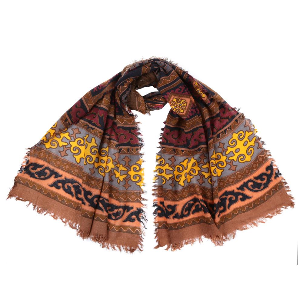 Шарф1008050-1Стильный шарф поможет внести живость в любой образ, подарит уют и согреет от холодного ветра. Выполнен из высококачественного материала и оформлен оригинальным принтом.