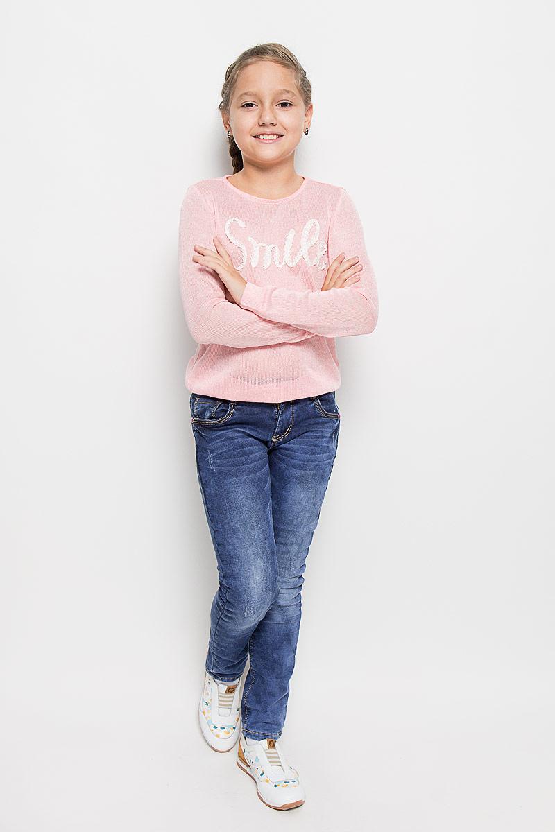 Джинсы205825Стильные брюки для девочки Luminoso идеально подойдут вашей маленькой моднице. Изготовленные из эластичного хлопка на флисовой подкладке, они необычайно мягкие и приятные на ощупь, не сковывают движения и позволяют коже дышать, не раздражают даже самую нежную и чувствительную кожу ребенка, обеспечивая ему наибольший комфорт. Брюки на поясе застегивается на оригинальную металлическую пуговицу и имеют ширинку на застежке-молнии и шлевки для ремня. При необходимости пояс можно утянуть скрытой резинкой на пуговках. Брюки спереди дополнены двумя втачными карманами и одним маленьким накладным кармашком, а сзади - двумя накладными карманами. Модель оформлена эффектом потертости и контрастной прострочкой. Современный дизайн и расцветка делают эти брюки модным и стильным предметом детского гардероба. В них ваша дочурка всегда будет в центре внимания!