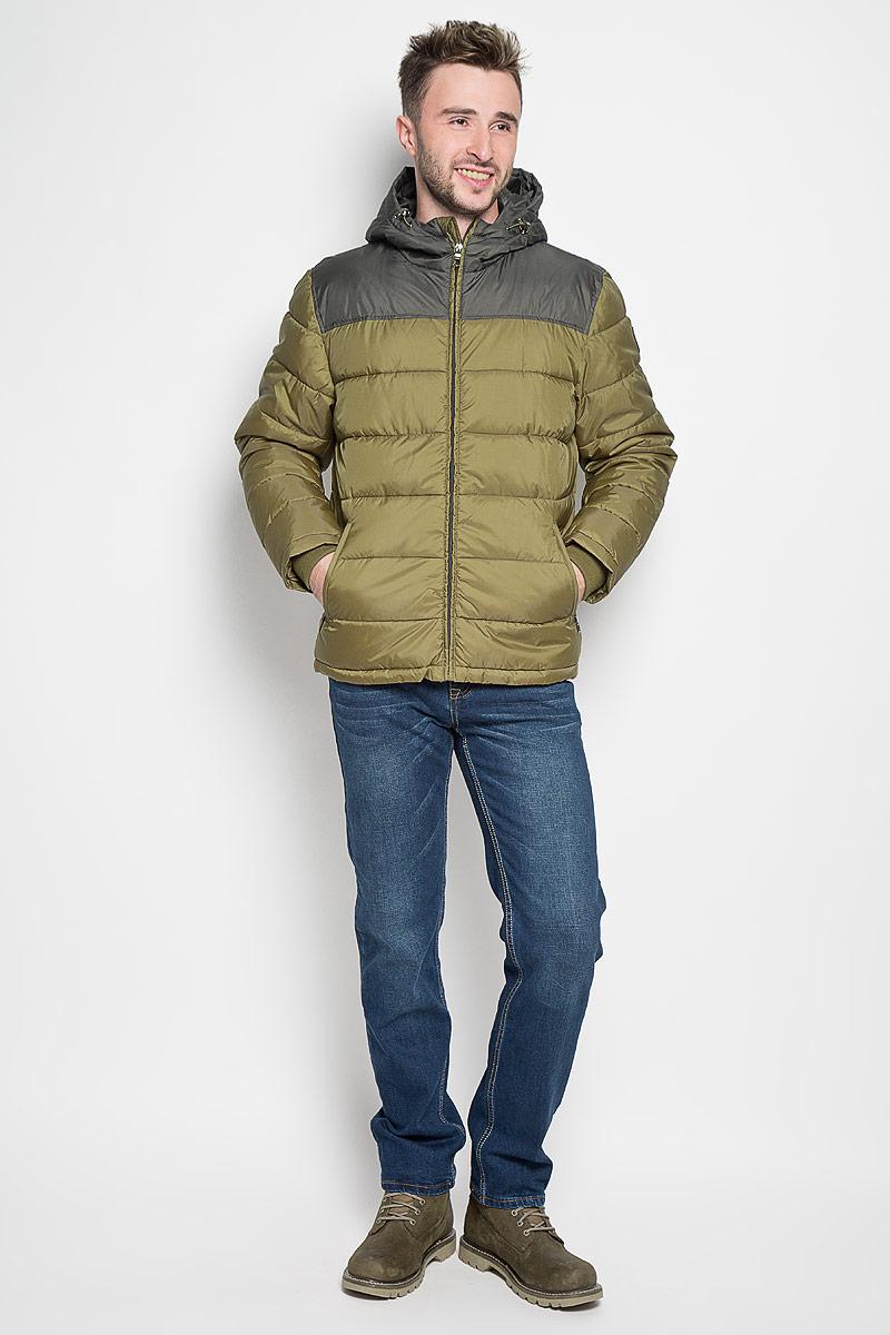 Cp-226/345-6312Стильная мужская куртка Sela Casual Wear превосходно подойдет для прохладных дней. Куртка выполнена из полиэстера, она отлично защищает от дождя, снега и ветра, а наполнитель из синтепона превосходно сохраняет тепло. Модель с длинными рукавами и несъемным капюшоном застегивается на застежку-молнию спереди. Объем капюшона регулируется при помощи шнурка-кулиски со стопперами. Изделие дополнено двумя втачными карманами на молниях спереди, а также внутренним накладным карманом на липучке. Рукава дополнены внутренними трикотажными манжетами. Эта модная и в то же время комфортная куртка согреет вас в холодное время года и отлично подойдет как для прогулок, так и для активного отдыха.