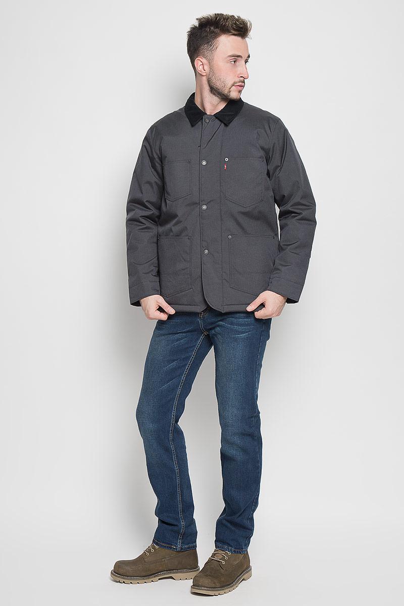 Куртка2767900010Стильная мужская куртка Levis® превосходно подойдет для прохладных дней. Куртка выполнена из полиамида, она отлично защищает от дождя, снега и ветра, а наполнитель из синтепона превосходно сохраняет тепло. Модель с длинными рукавами и отложным воротником застегивается на застежку-молнию спереди и имеет ветрозащитный клапан на кнопках. Изделие дополнено четырьмя накладными карманами спереди, а также внутренним втачным карманом на молнии. Рукава дополнены манжетами на кнопках. Эта модная и в то же время комфортная куртка согреет вас в холодное время года и отлично подойдет как для прогулок, так и для активного отдыха.