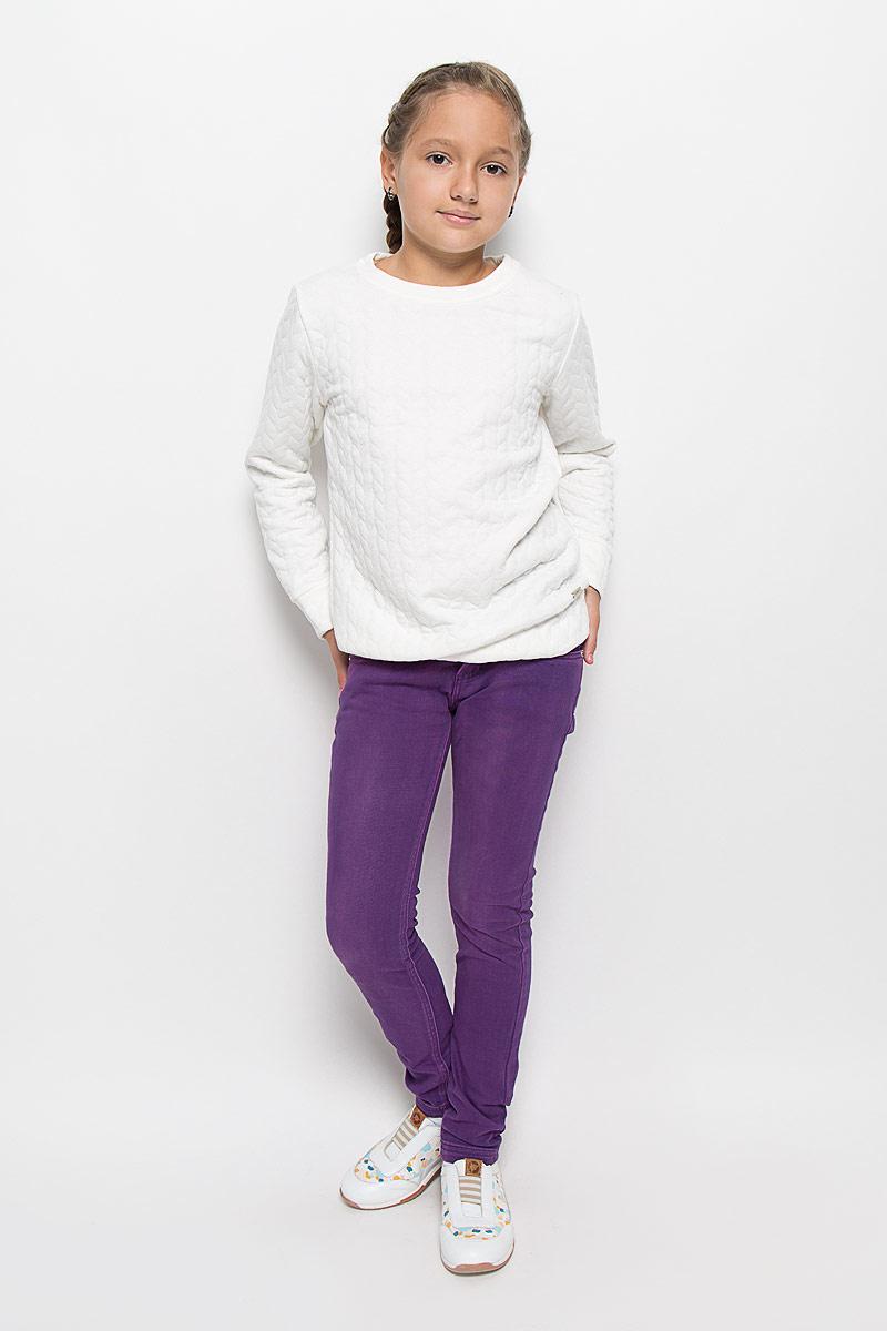 Брюки205827Стильные брюки для девочки Luminoso идеально подойдут вашей маленькой моднице. Изготовленные из эластичного хлопка, они необычайно мягкие и приятные на ощупь, не сковывают движения и позволяют коже дышать, не раздражают даже самую нежную и чувствительную кожу ребенка, обеспечивая ему наибольший комфорт. Брюки на поясе застегивается на оригинальную металлическую пуговицу и имеют ширинку на застежке-молнии, шлевки для ремня. При необходимости пояс можно утянуть скрытой резинкой на пуговках. Брюки спереди дополнены двумя втачными карманами и одним маленьким накладным кармашком, а сзади - двумя накладными карманами. Современный дизайн и расцветка делают эти брюки модным и стильным предметом детского гардероба. В них ваша дочурка всегда будет в центре внимания!