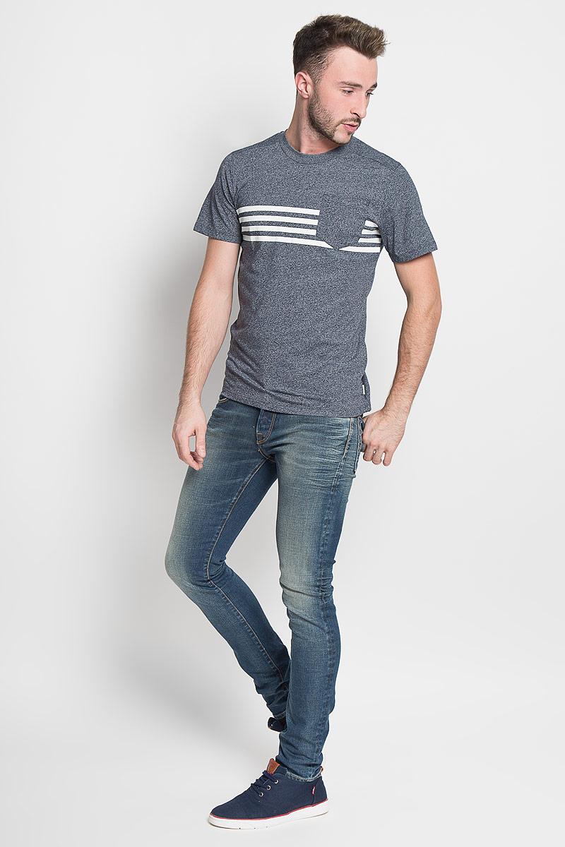Футболка12110008_Blanc de BlancСтильная мужская футболка Jack & Jones, выполненная из хлопка и полиэстера, обладает высокой теплопроводностью, воздухопроницаемостью и гигроскопичностью. Она необычайно мягкая и приятная на ощупь, не сковывает движения и превосходно пропускает воздух. Такая футболка превосходно подойдет как для занятий спортом, так и для повседневной носки. Модель с короткими рукавами и круглым вырезом горловины - идеальный вариант для создания модного современного образа. Футболка оформлена контрастными полосками и дополнена небольшим нагрудным кармашком. Эта модель подарит вам комфорт в течение всего дня и послужит замечательным дополнением к вашему гардеробу.