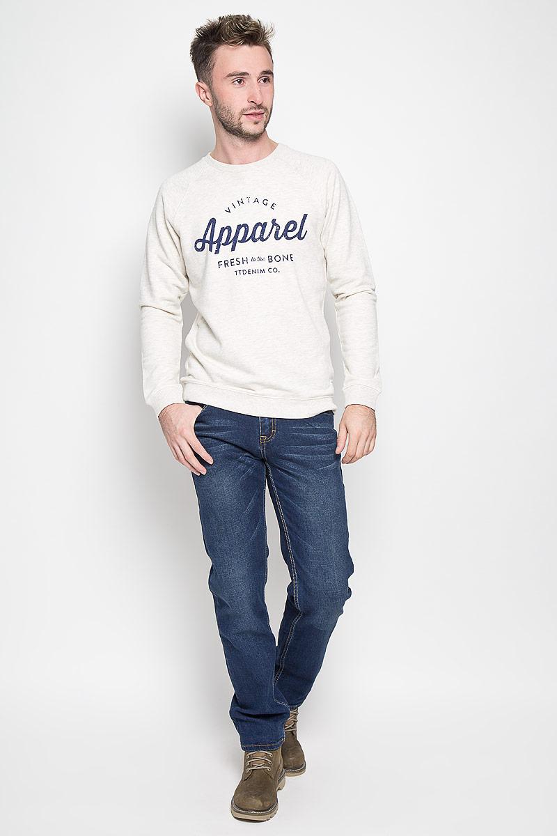 ДжинсыB806508Модные мужские джинсы Baon - это джинсы высочайшего качества, которые прекрасно сидят. Они выполнены из высококачественного эластичного хлопка, что обеспечивает комфорт и удобство при носке. Классические прямые джинсы стандартной посадки станут отличным дополнением к вашему современному образу. Джинсы застегиваются на пуговицу в поясе и ширинку на пуговицах, дополнены шлевками для ремня. Джинсы имеют классический пятикарманный крой: спереди модель дополнена двумя втачными карманами и одним маленьким накладным кармашком, а сзади - двумя накладными карманами. Модель оформлена перманентными складками. Эти модные и в то же время комфортные джинсы послужат отличным дополнением к вашему гардеробу.