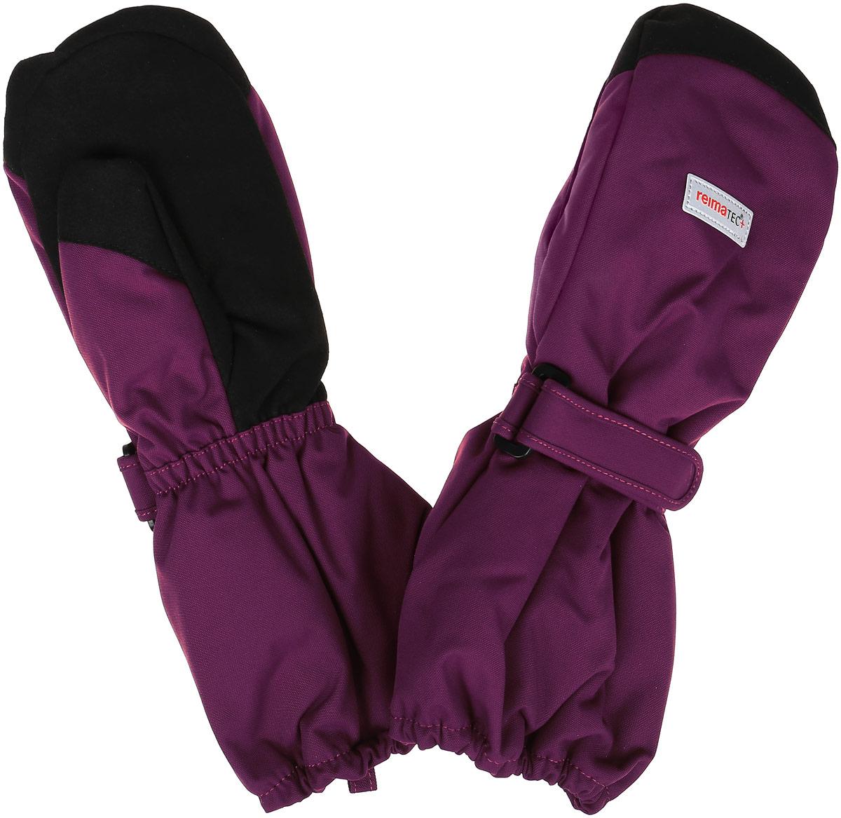 527250-4900Детские варежки Reima Reimatec+ Ote станут идеальным вариантом для холодной зимней погоды. На подкладке используется высококачественный полиэстер, который хорошо удерживает тепло. Для большего удобства на запястьях варежки дополнены хлястиками на липучках с внешней стороны, а на ладошках - усиленными вставками. С внешней стороны изделие оформлено нашивками со светоотражающим логотипом бренда. Высокая степень утепления. Варежки станут идеальным вариантом для прохладной погоды, в них ребенку будет тепло и комфортно.