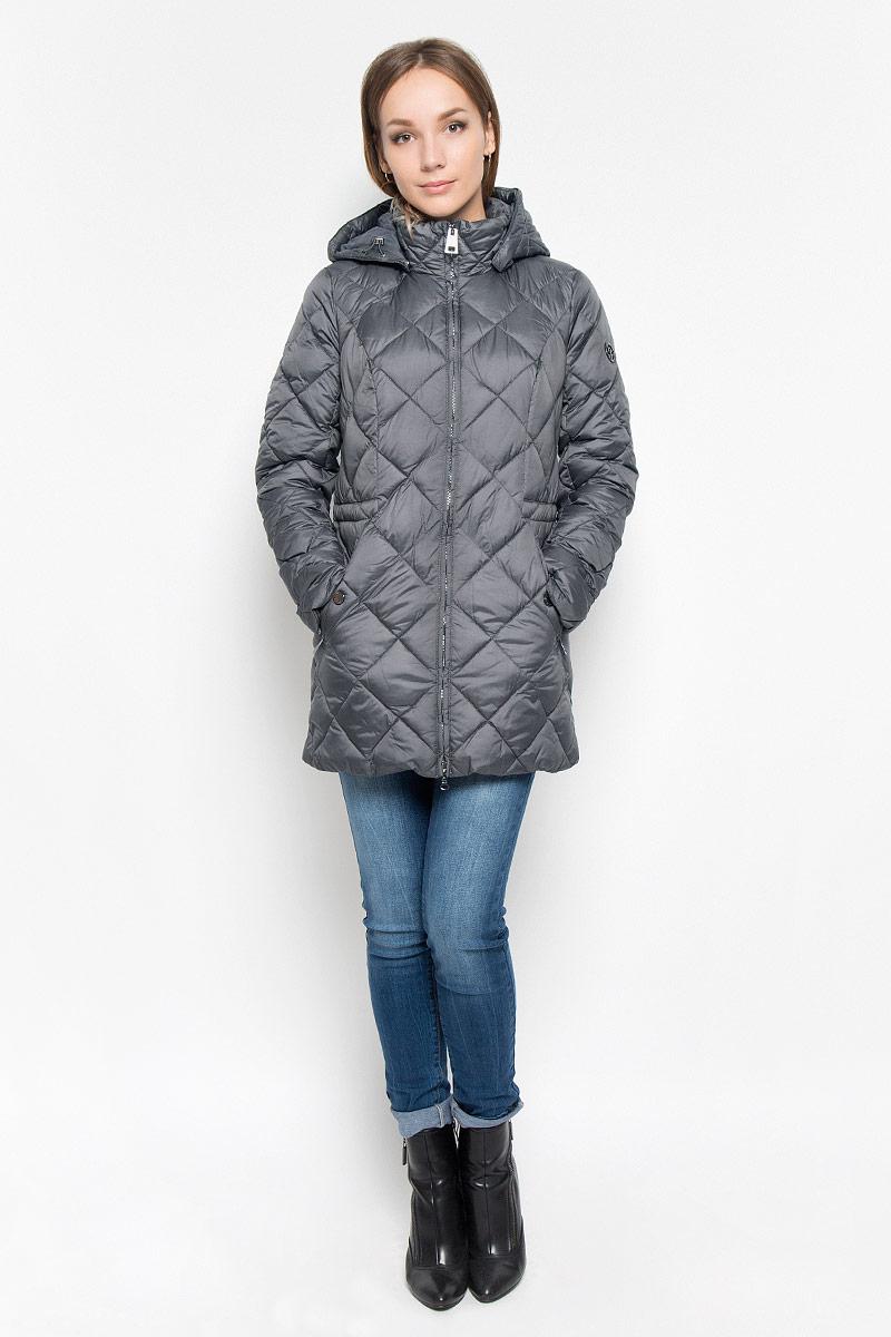 A16-170600_202Стеганое женское пальто Finn Flare согреет вас в холодную погоду и позволит выделиться из толпы. Модель с длинными рукавами и воротником-стойкой выполнена из прочного материала, застегивается на молнию спереди. Пальто имеет съемный капюшон на кнопках, объем которого регулируется при помощи шнурка-кулиски со стопперами. Изделие дополнено двумя втачными карманами на застежках-молниях. На талии пальто дополнено скрытым шнурком-кулиской. Наполнитель из синтепона надежно сохранит тепло, благодаря чему такое пальто защитит вас от ветра и холода. Это модное и в то же время комфортное пальто - отличный вариант для прогулок, оно подчеркнет ваш изысканный вкус и поможет создать неповторимый образ.
