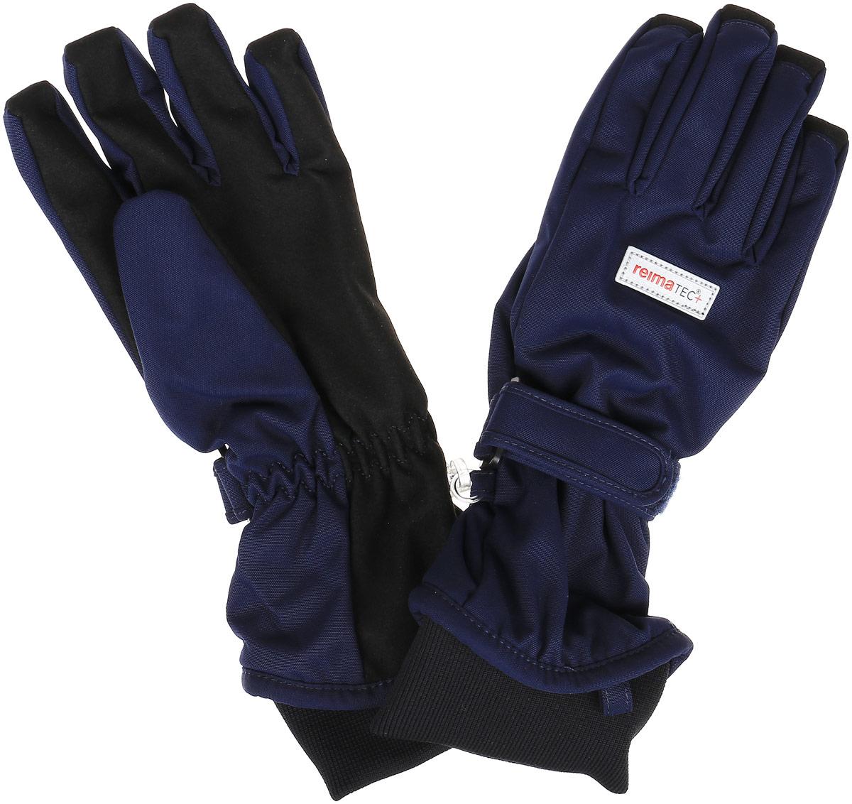 527255_4620Детские перчатки Reima Reima Reimatec+ Pivo станут идеальным вариантом для холодной зимней погоды. На подкладке используется высококачественный полиэстер, который хорошо удерживает тепло. Для большего удобства на запястьях перчатки дополнены хлястиками на липучках с внешней стороны, а на ладошках, кончиках пальцев и с внутренней стороны большого пальца - усиленными водонепроницаемыми вставками Hipora. Теплая флисовая подкладка дарит коже ощущение комфорта и уюта. С внешней стороны перчатки оформлены светоотражающими нашивками с логотипом бренда. Перчатки станут идеальным вариантом для прохладной погоды, в них ребенку будет тепло и комфортно. Водонепроницаемость: Waterpillar over 10 000 mm