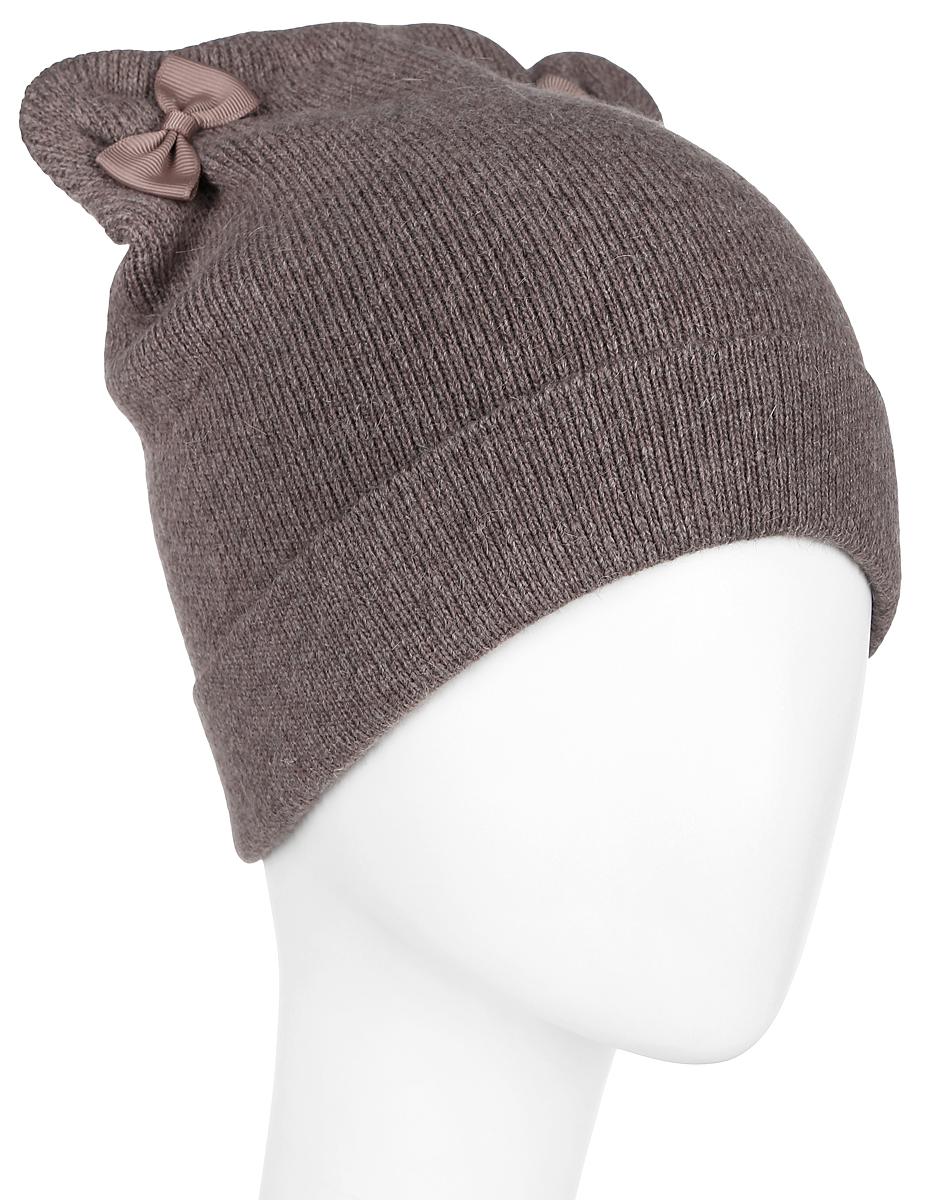 ШапкаA16-32123_608Вязаная женская шапка Finn Flare отлично подойдет для модниц в холодное время года. Изготовленная из полиамида с добавлением вискозы и ангоры, она мягкая и приятная на ощупь, обладает хорошими дышащими свойствами и максимально удерживает тепло. Шапочка плотно облегает голову, что обеспечивает надежную защиту от ветра и мороза. Модель шапки с ушками и бантиками. Дополнено изделие небольшой металлической пластиной с названием бренда. Такая шапка не только теплый головной убор, но и стильный аксессуар. Она подчеркнет ваш образ и индивидуальность! Уважаемые клиенты! Размер, доступный для заказа, является обхватом головы.
