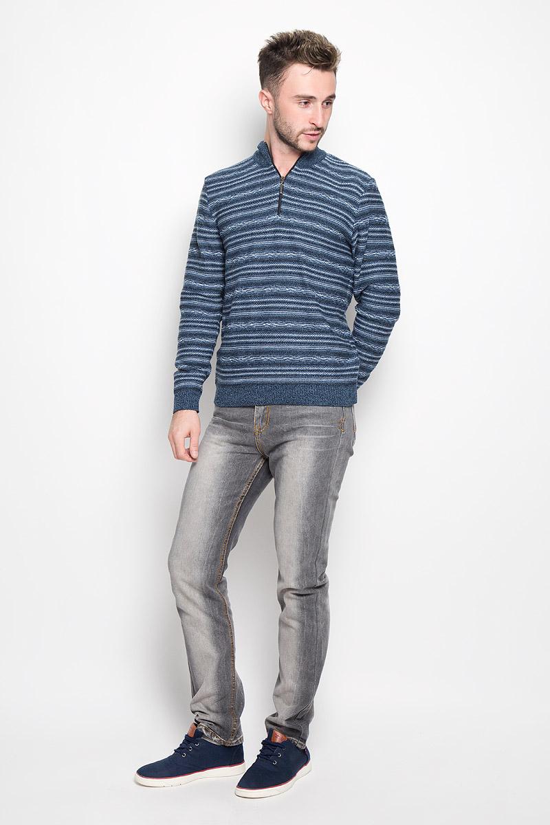 Свитер1608Модный мужской свитер Milana Style, изготовленный из шерсти и ПАН-волокна, мягкий и приятный на ощупь, не сковывает движений и обеспечивает комфорт. Модель с воротником-стойкой и длинными рукавами застегивается спереди на пластиковую застежку-молнию. Воротник, манжеты рукавов и низ свитера связаны резинкой. Модель оформлена оригинальным вязаным узором. Этот свитер послужит отличным дополнением к вашему гардеробу. В нем вы всегда будете чувствовать себя уютно и комфортно в прохладную погоду.