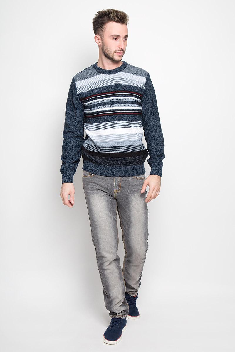 Джемпер1377Модный мужской джемпер Milana Style, изготовленный из шерсти и ПАН-волокна, мягкий и приятный на ощупь, не сковывает движений и обеспечивает комфорт. Модель с круглым вырезом горловины и длинными рукавами великолепно подойдет для создания современного образа в стиле Casual. Горловина, манжеты рукавов и низ джемпера связаны резинкой. Передняя часть модели оформлена оригинальным вязаным узором. Этот джемпер послужит отличным дополнением к вашему гардеробу. В нем вы всегда будете чувствовать себя уютно и комфортно в прохладную погоду.