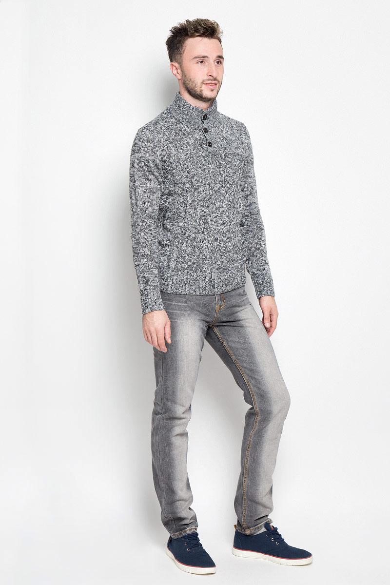ДжемперB636547Вязаный мужской свитер Baon идеально подойдет для повседневной носки. Благодаря содержанию шерсти составе, изделие хорошо сохраняет тепло. Модель не стесняет движений, обеспечивая комфорт при носке. Свитер с воротником-стойкой и длинными рукавами застегивается сверху на пуговицы. Вороник, манжеты и низ изделия связаны резинкой. Модель оформлена вязаным узором. Дизайн и расцветка делают этот свитер стильным предметом мужской одежды. Он подарит вам тепло, уют и комфорт!
