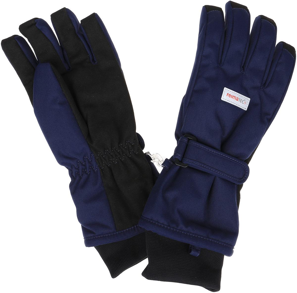 Перчатки детские527251-4620Детские перчатки Reima Reimatec+ Tartu станут идеальным вариантом для холодной зимней погоды. На подкладке используется высококачественный полиэстер, который хорошо удерживает тепло. Для большего удобства на запястьях перчатки дополнены хлястиками на липучках с внешней стороны, а на ладошках, кончиках пальцев и с внутренней стороны большого пальца - усиленными водонепроницаеми вставками Hipora. Теплая флисовая подкладка дарит коже ощущение комфорта и уюта. С внешней стороны перчатки оформлены светоотражающими нашивками с логотипом бренда. Высокая степень утепления. Перчатки станут идеальным вариантом для прохладной погоды, в них ребенку будет тепло и комфортно. Водонепроницаемость: Waterpillar over 10 000 mm