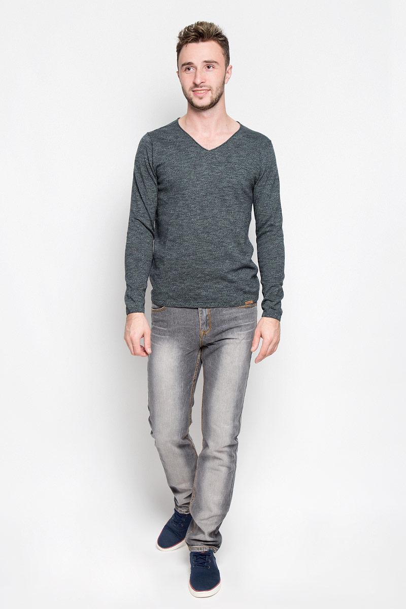Пуловер3021396.00.10_6800Мужской пуловер Tom Tailor, выполненный из натурального хлопка, станет стильным дополнением к вашему образу. Изделие очень мягкое и приятное на ощупь, не сковывает движения, позволяет коже дышать. Модель с длинными рукавами имеет V-образный вырез горловины, оформленный окантовкой с закручивающимся краем. Края рукавов и низ изделия связаны эластичными резинками. Модель украшена фирменной нашивкой. Современный дизайн и расцветка делают этот пуловер модным предметом мужской одежды. В нем вы всегда будете чувствовать себя комфортно!