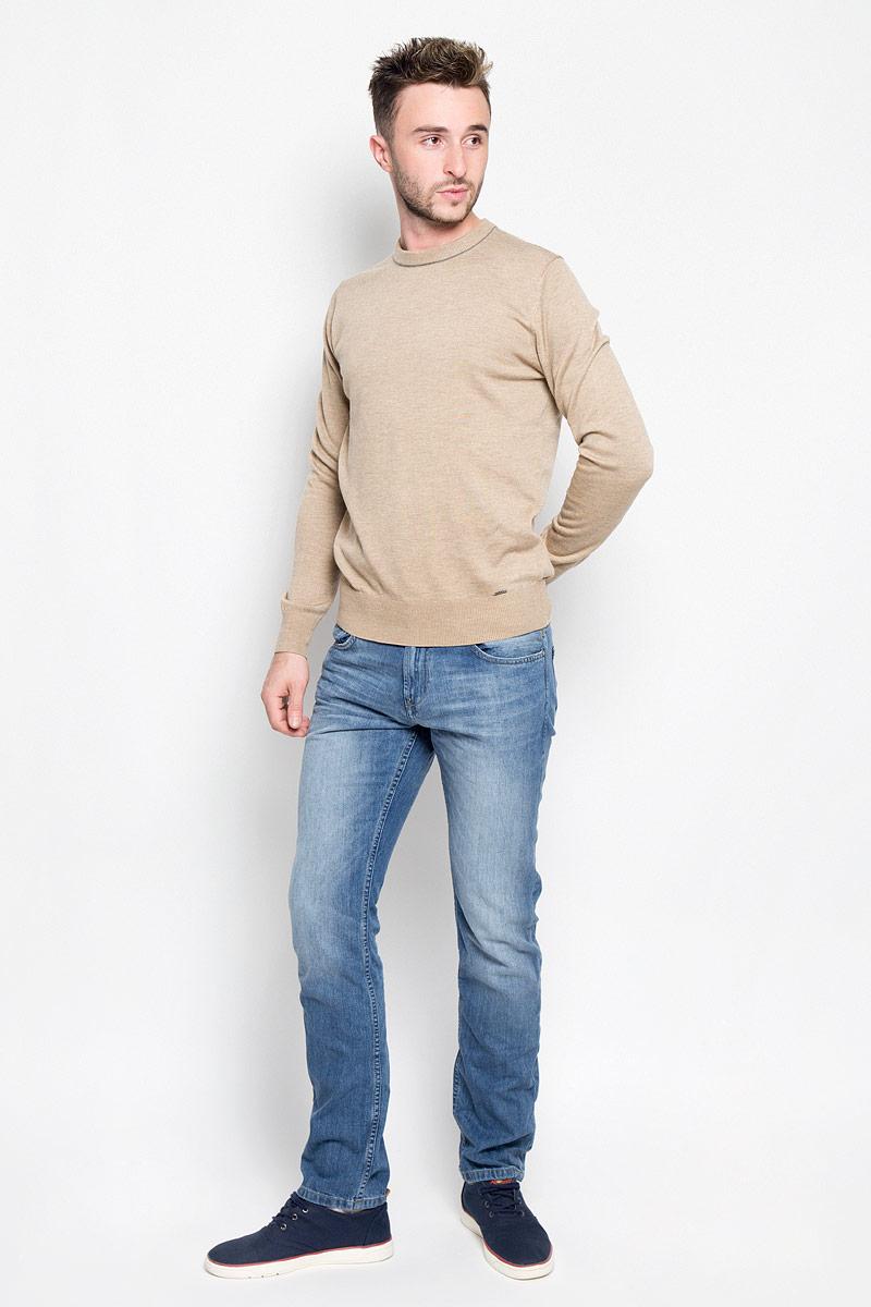 6205038.09.12_1051Модные мужские джинсы Tom Tailor Denim Aedan - джинсы высочайшего качества на каждый день, которые прекрасно сидят. Модель зауженного кроя и низкой посадки изготовлена из натурального хлопка. Застегиваются джинсы на пуговицу в поясе и на ширинку-молнию, также имеются шлевки для ремня. Спереди модель дополнена двумя втачными карманами и одним накладным кармашком, а сзади - двумя накладными карманами. Эти стильные и в то же время комфортные джинсы послужат отличным дополнением к вашему гардеробу. В них вы всегда будете чувствовать себя уютно и комфортно.