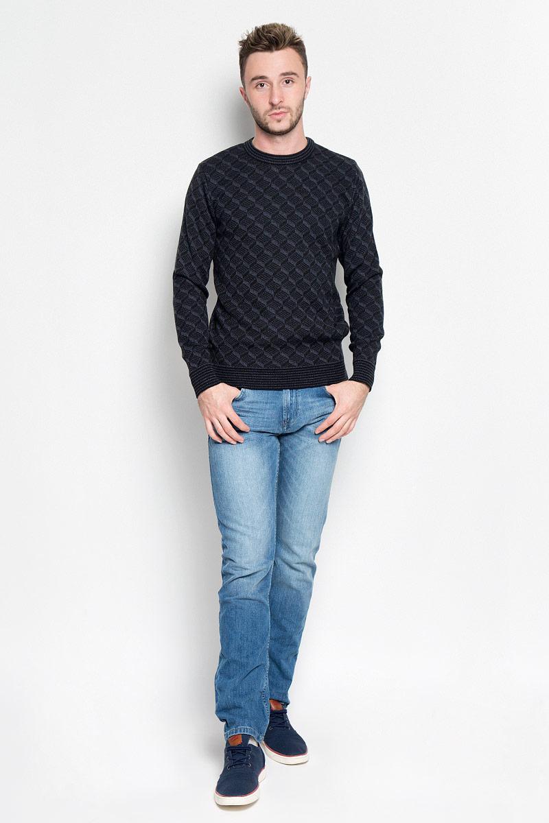 1597Модный мужской джемпер Milana Style, изготовленный из шерсти и ПАН-волокна, мягкий и приятный на ощупь, не сковывает движения и обеспечивает комфорт. Модель с круглым вырезом горловины и длинными рукавами великолепно подойдет для создания современного образа в стиле Casual. Горловина, манжеты рукавов и низ джемпера связаны резинкой. Модель оформлена оригинальным вязаным узором. Этот джемпер послужит отличным дополнением к вашему гардеробу. В нем вы всегда будете чувствовать себя уютно и комфортно в прохладную погоду.
