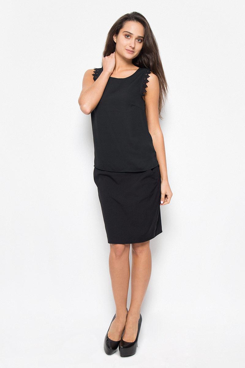 Блузка10162388_BlackСтильная женская блуза Vero Moda, выполненная из 100% полиэстера, подчеркнет ваш уникальный стиль и поможет создать оригинальный женственный образ. Блузка свободного кроя, без рукавов с круглым вырезом горловины. Проймы рукавов дополнены ажурными вставками. Легкая блуза идеально подойдет для жарких летних дней. Такая блузка будет дарить вам комфорт в течение всего дня и послужит замечательным дополнением к вашему гардеробу.
