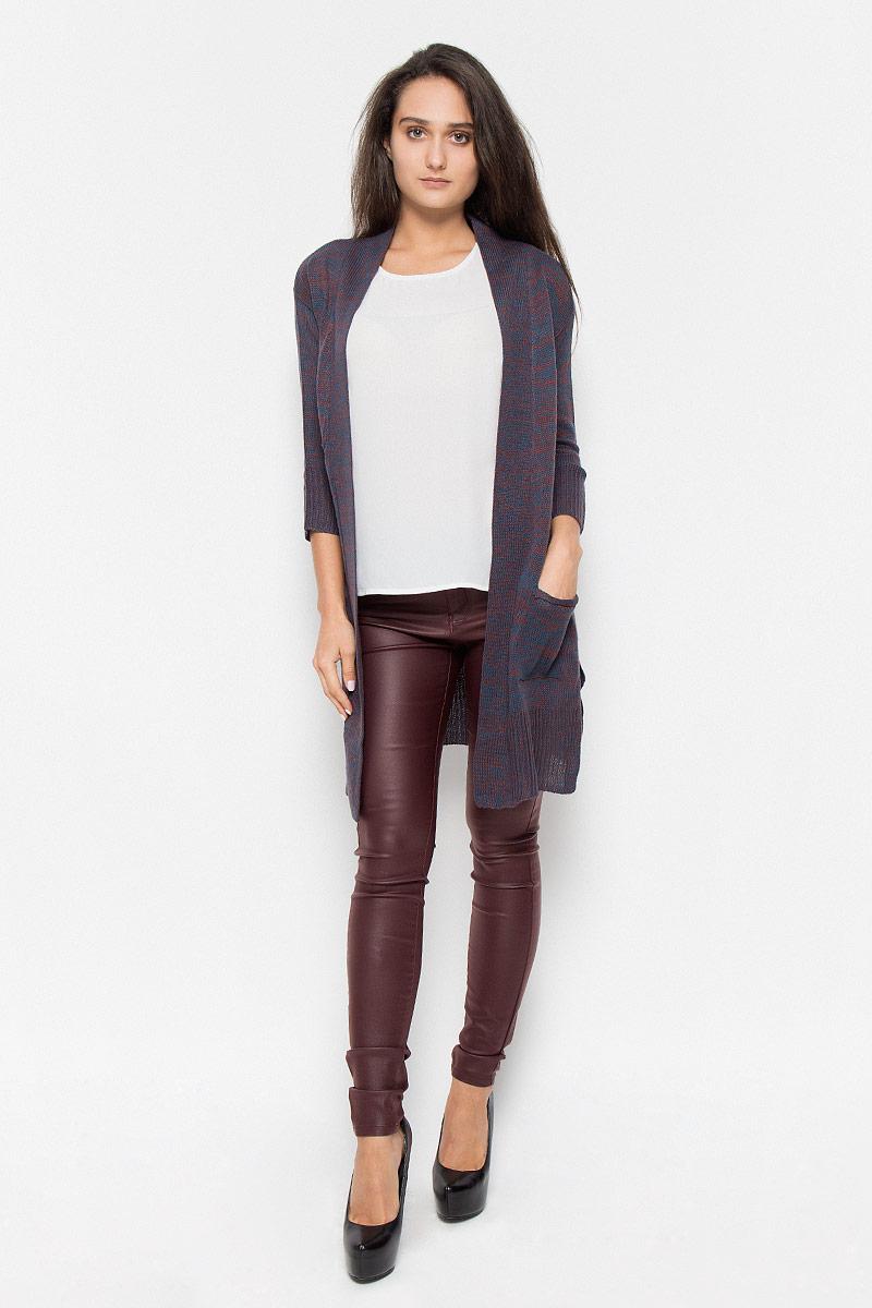 Кардиган10158024_Decadent ChocolateКлассический женский кардиган Vero Moda с рукавами 3/4 будет гармонично смотреться в сочетании, как с джинсами, брюками, так и с юбками. Выполнен кардиган из высококачественной акриловой пряжи, мягкий и приятный на ощупь. Модель дополнена двумя накладными карманами, с боков разрезами. В нем вы будете чувствовать себя уютно в прохладное время года.