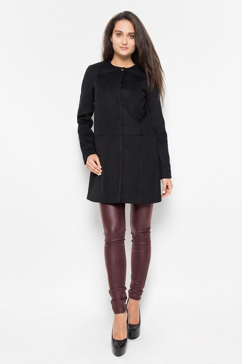 Пальто10159255_BlackУдобное женское пальто Vero Moda согреет вас в прохладную погоду и позволит выделиться из толпы. Модель с длинными рукавами и круглым вырезом горловины выполнена из полиэстера с добавлением шерсти, застегивается на кнопки спереди. Такое пальто надежно сохранит тепло и защитит вас от ветра и холода. Это модное и уютное пальто - отличный вариант для прогулок, оно подчеркнет ваш изысканный вкус и поможет создать неповторимый образ.