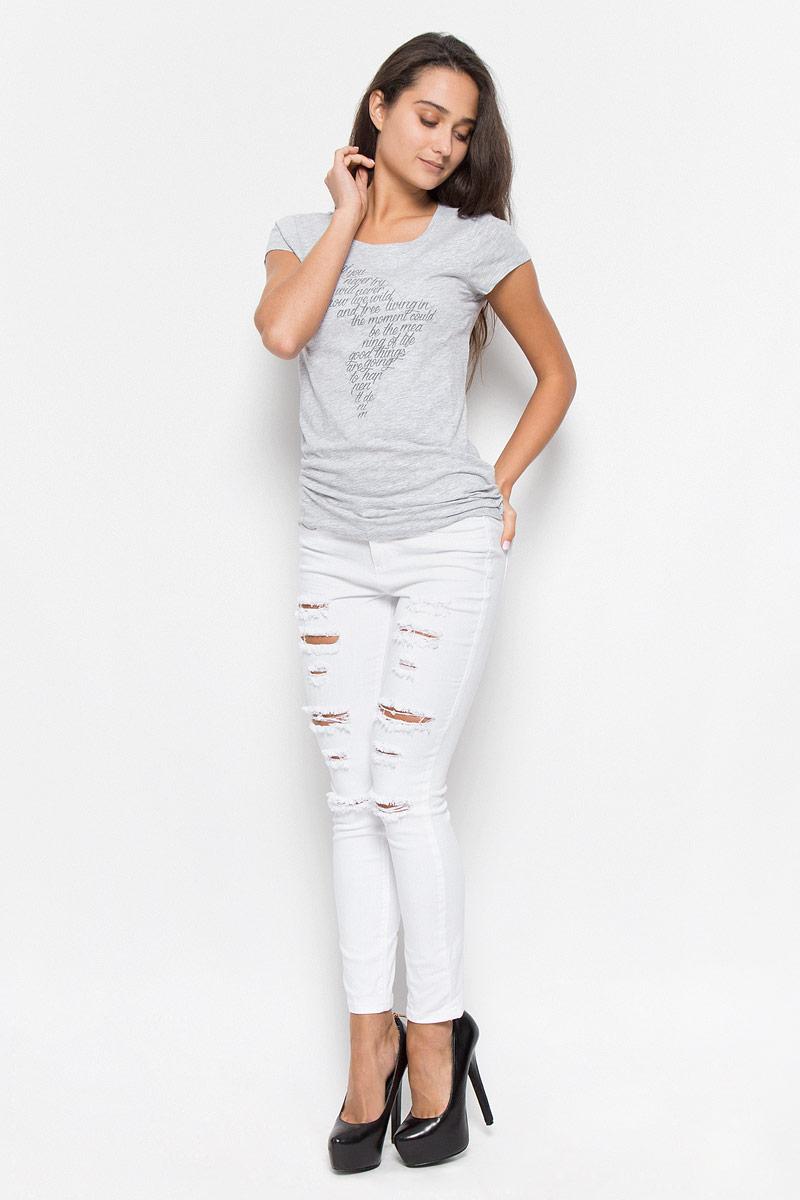 1035794.00.71_2220Стильная женская футболка Tom Tailor Denim, выполненная из хлопка с добавлением вискозы, будет отличным дополнением к вашему гардеробу. Модель с круглым вырезом горловины и короткими рукавами оформлена вышивкой и надписями на английском языке. Классический покрой, безукоризненное качество. Идеальный вариант для тех, кто ценит комфорт и качество.