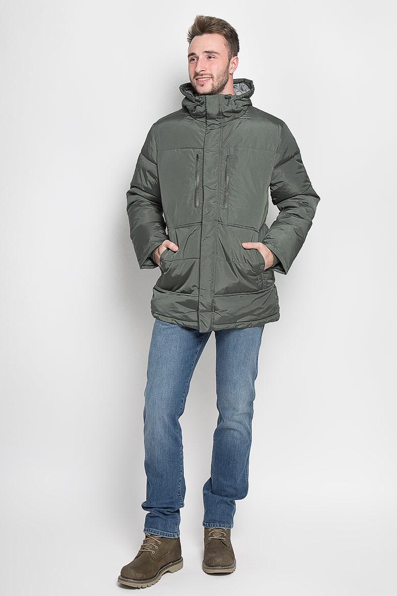 Cp-226/358-6313Стильная мужская куртка Sela Casual Wear превосходно подойдет для прохладных дней. Куртка выполнена из полиэстера, она отлично защищает от дождя, снега и ветра, а наполнитель из синтепона превосходно сохраняет тепло. Модель с длинными рукавами и несъёмным капюшоном застегивается на застежку-молнию спереди и имеет ветрозащитный клапан на липучках и кнопках. Объем капюшона регулируется при помощи шнурка-кулиски. Изделие дополнено двумя втачными карманами на кнопках и двумя втачными карманами на застежках-молниях спереди, а также внутренним накладным карманом на молнии. Рукава дополнены внутренними трикотажными манжетами. По низу куртка дополнена шнурком-кулиской. Эта модная и комфортная куртка согреет вас в холодное время года и отлично подойдет как для прогулок, так и для активного отдыха.