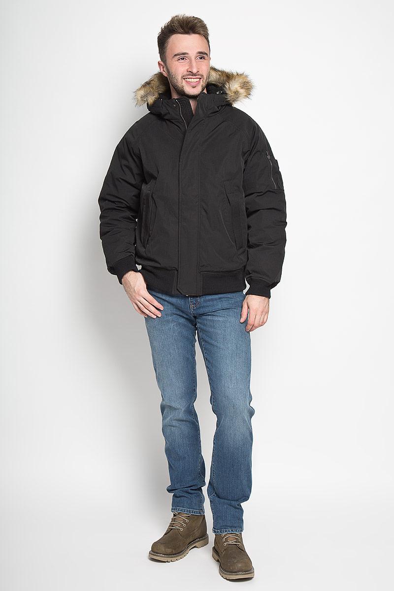Cp-226/359-6313Стильная мужская куртка Sela Casual Wear превосходно подойдет для холодных зимних дней. Куртка выполнена из полиэстера с добавлением хлопка, она отлично защищает от дождя, снега и ветра, а наполнитель из синтепона превосходно сохраняет тепло. Модель с длинными рукавами-реглан и несъёмным капюшоном застегивается на застежку-молнию спереди и имеет ветрозащитный клапан на кнопках. Объем капюшона регулируется при помощи шнурка-кулиски. Изделие дополнено двумя втачными карманами спереди, а также внутренним накладным карманом. На рукаве расположен втачной карман на застежке-молнии и четыре небольших открытых кармашка. Низ и рукава изделия дополнены широкими трикотажными резинками, капюшон украшен искусственным мехом. Эта модная и комфортная куртка согреет вас в холодное время года и отлично подойдет как для прогулок, так и для активного отдыха.