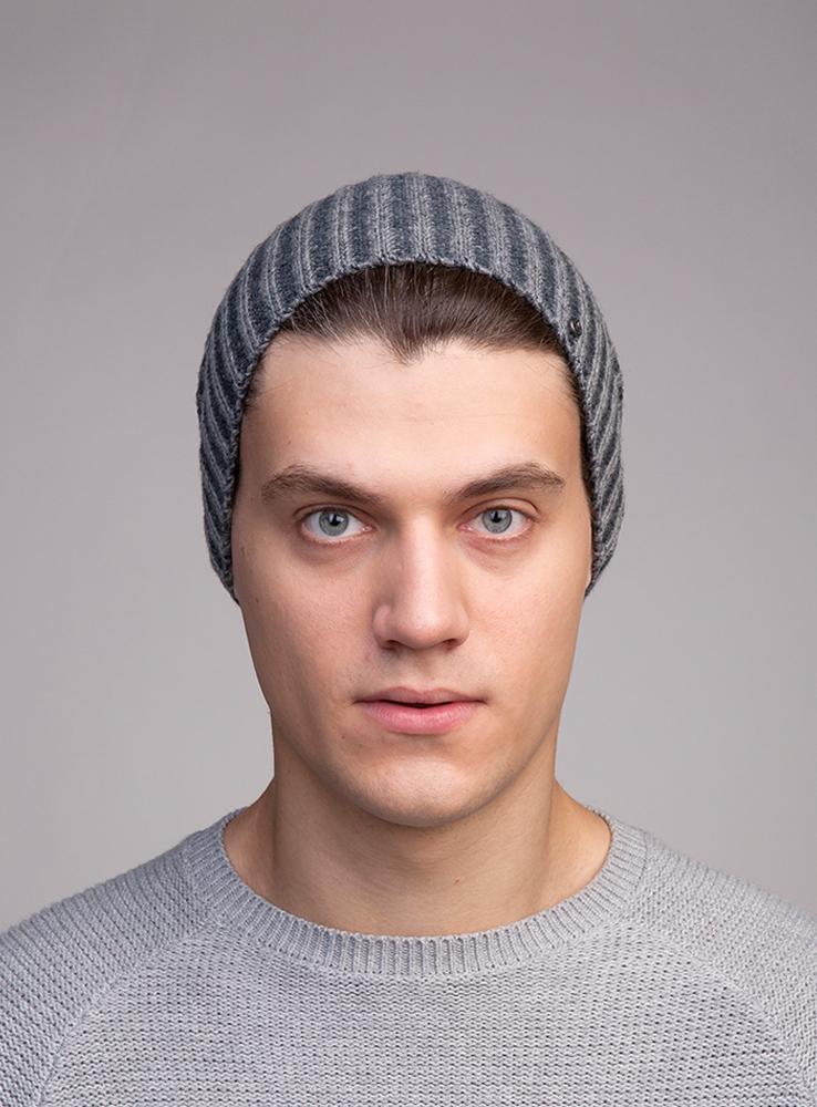 3447931Оригинальная двухцветная удлинённая шапка. Сделана из высококачественной итальянской полушерстяной пряжи.