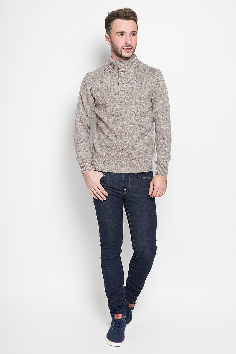 JR-214/818-6323Оригинальный мужской свитер Sela, изготовленный из высококачественной пряжи из хлопка с добавлением акрила, нейлона и шерсти, мягкий и приятный на ощупь, не сковывает движений и обеспечивает наибольший комфорт. Модель с воротником-стойкой и длинными рукавами великолепно подойдет для создания современного образа в стиле Casual. Спереди свитер застегивается на три крупные пуговицы. Воротник, манжеты рукавов и низ изделия связаны резинкой. Этот свитер послужит отличным дополнением к вашему гардеробу. В нем вы всегда будете чувствовать себя уютно и комфортно в прохладную погоду.