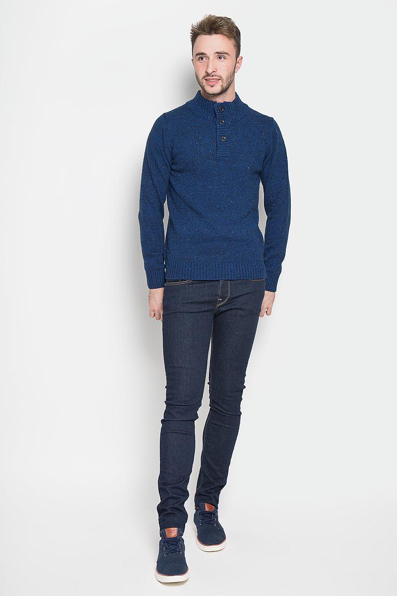СвитерJR-214/818-6323Оригинальный мужской свитер Sela, изготовленный из высококачественной пряжи из хлопка с добавлением акрила, нейлона и шерсти, мягкий и приятный на ощупь, не сковывает движений и обеспечивает наибольший комфорт. Модель с воротником-стойкой и длинными рукавами великолепно подойдет для создания современного образа в стиле Casual. Спереди свитер застегивается на три крупные пуговицы. Воротник, манжеты рукавов и низ изделия связаны резинкой. Этот свитер послужит отличным дополнением к вашему гардеробу. В нем вы всегда будете чувствовать себя уютно и комфортно в прохладную погоду.