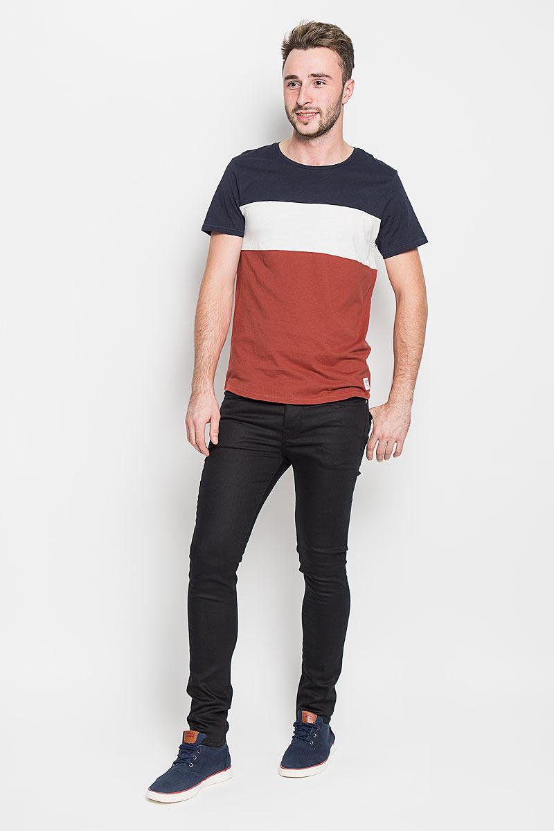 1035851.00.12_4681Стильная мужская футболка Tom Tailor Denim выполнена из натурального хлопка. Материал очень мягкий и приятный на ощупь, обладает высокой воздухопроницаемостью и гигроскопичностью, позволяет коже дышать. Трехцветная модель с круглым вырезом горловины и короткими рукавами оформлена спереди брендовой нашивкой, а сзади вышитым логотипом бренда. Такая модель подарит вам комфорт в течение всего дня и послужит замечательным дополнением к вашему гардеробу.