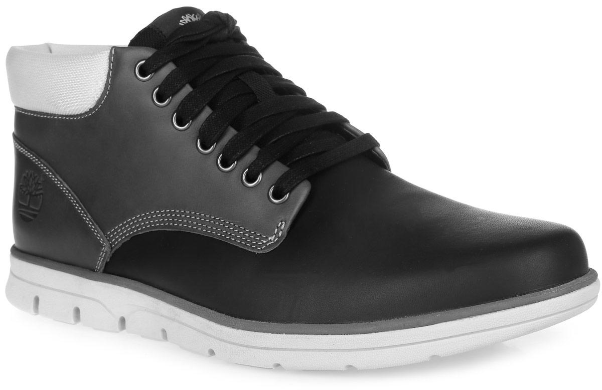 БотинкиTBLA178KMСтильные мужские ботинки Bradstreet Leather Chukka от Timberland заинтересуют вас своим дизайном с первого взгляда! Модель изготовлена из натуральной кожи, боковая сторона декорирована тиснением в виде логотипа бренда. Подкладка и стелька изготовлены из мягкого текстиля. Шнуровка прочно зафиксирует модель на вашей ноге. Подошва с технологией SensorFlex - новейшая трехслойная подошва, которая обеспечивает оптимальную поддержку, комфорт и отличные эксплуатационные качества на любой поверхности и любом рельефе местности, амортизирует каждый шаг, вне зависимости от неровностей поверхности, и гарантирует устойчивость при ходьбе, стабилизируя стопу. Стильные ботинки позволят вам выделиться из толпы. Ультрамодные ботинки не оставят вас незамеченным!
