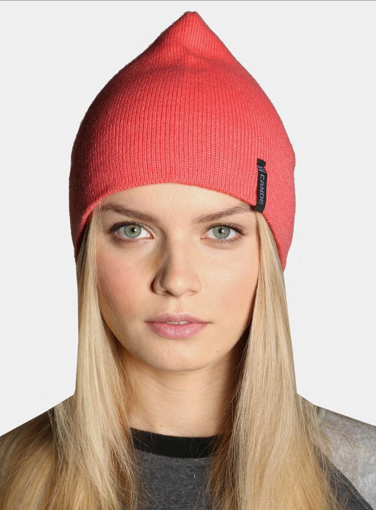 3442182Легендарная шапка в стиле петушок снова на пике моды. Своё название она получила благодаря специфической форме, ставшей культом среди спортивных моделей. Выполнена гладкой вязкой, обладает хорошей эластичностью и комфортно облегает голову.