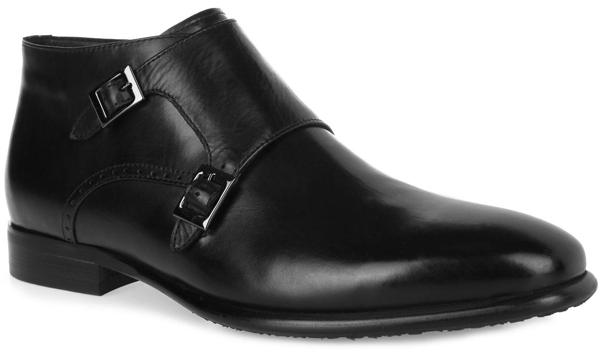 M23679Стильные мужские ботинки от Vitacci придутся вам по душе. Модель, изготовленная из натуральной кожи, оформлена декоративной перфорацией по боковым сторонам. Широкий ремешок с металлическими пряжками и молния создают идеальную посадку и надежную фиксацию модели на ноге. Внутренняя поверхность и стелька из ворсина обеспечивают комфорт и сохранение тепла. Рифление на подошве и каблуке гарантирует идеальное сцепление с любой поверхностью. Модные ботинки - необходимая вещь в гардеробе каждого мужчины.