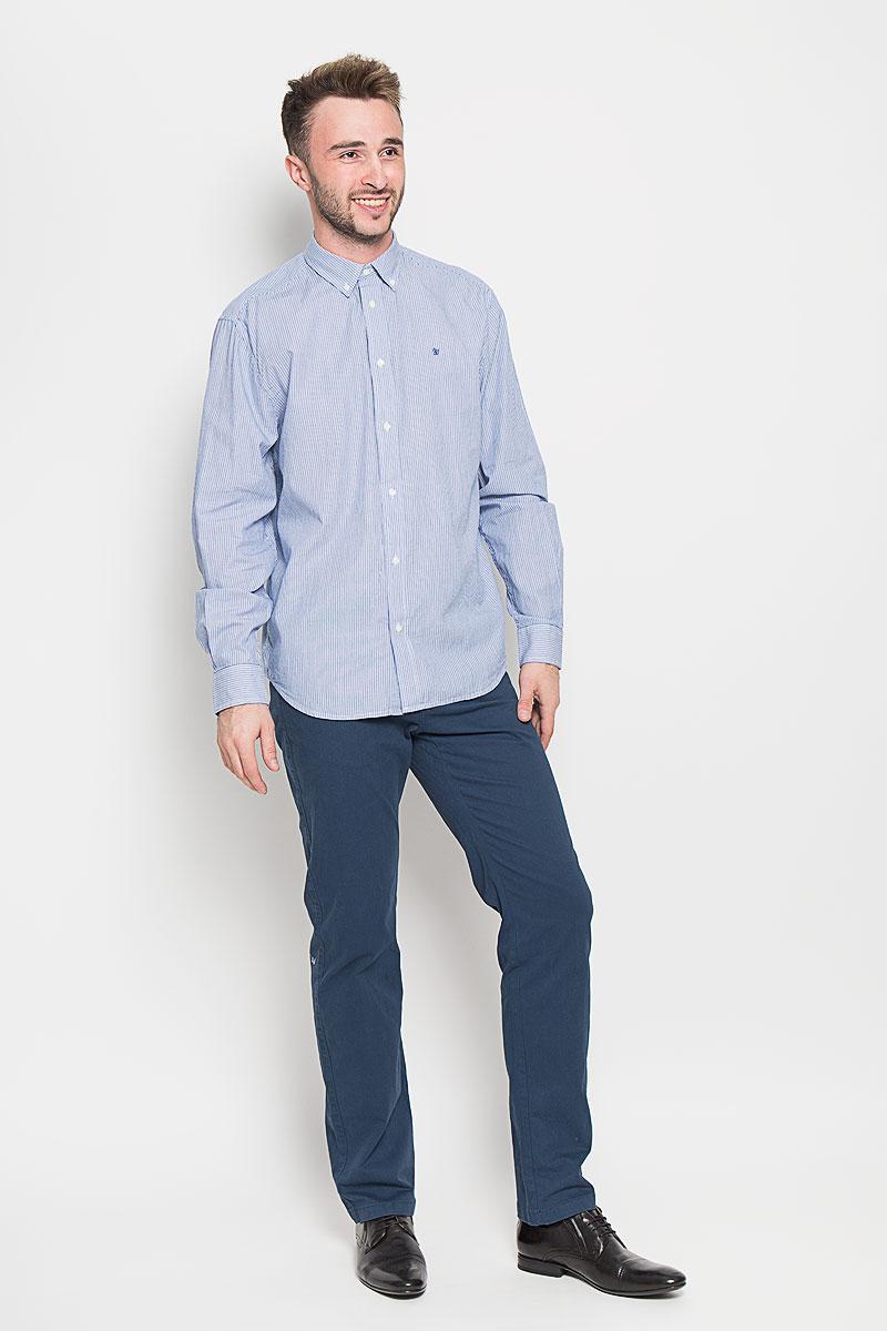 РубашкаW59214R47Мужская рубашка Wrangler, выполненная из натурального хлопка, прекрасно дополнит ваш образ. Материал очень мягкий и приятный на ощупь, не сковывает движения и позволяет коже дышать. Рубашка прямого кроя с длинными рукавами и отложным воротником застегивается спереди на пуговицы. Манжеты имеют застежки-пуговицы. Края воротника пристегиваются к рубашке также на пуговицы. Изделие оформлено полосками, украшено вышитым фирменным логотипом. Такая модель будет дарить вам комфорт в течение всего дня и станет стильным дополнением к вашему гардеробу!
