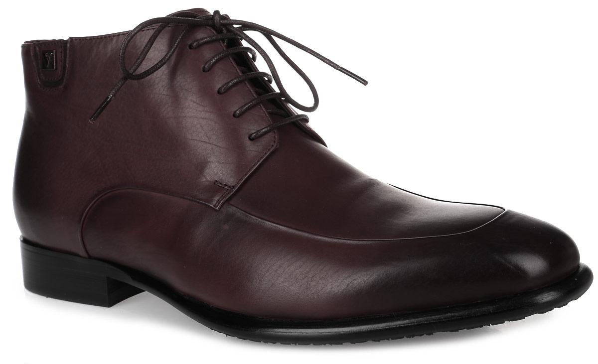M23676Стильные мужские ботинки от Vitacci придутся вам по душе. Модель выполнена из натуральной кожи. Классическая шнуровка и боковая молния надежно зафиксируют изделие на ноге. Внутренняя поверхность и стелька из ворсина обеспечивают комфорт и сохранение тепла. Рифление на подошве и каблуке гарантирует идеальное сцепление с любой поверхностью. Модные ботинки - необходимая вещь в гардеробе каждого мужчины.