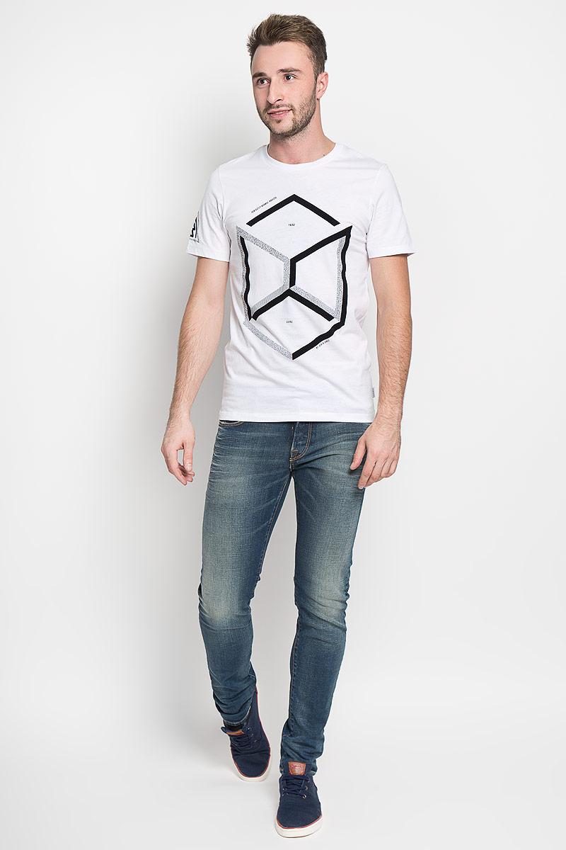 12108908_WhiteСтильная мужская футболка Jack & Jones, выполненная из натурального хлопка, обладает высокой теплопроводностью, воздухопроницаемостью и гигроскопичностью. Она необычайно мягкая и приятная на ощупь, не сковывает движения и превосходно пропускает воздух. Такая футболка превосходно подойдет как для занятий спортом, так и для повседневной носки. Модель с короткими рукавами и круглым вырезом горловины - идеальный вариант для создания модного современного образа. Футболка оформлена контрастными геометрическим принтом. Эта модель подарит вам комфорт в течение всего дня и послужит замечательным дополнением к вашему гардеробу.