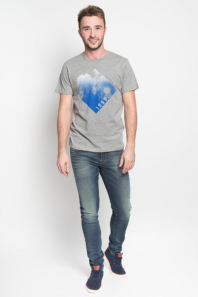 Футболка12108920_Light Grey MelangeСтильная мужская футболка Jack & Jones, выполненная из хлопка с добавлением вискозы, обладает высокой теплопроводностью, воздухопроницаемостью и гигроскопичностью. Она необычайно мягкая и приятная на ощупь, не сковывает движения и превосходно пропускает воздух. Такая футболка превосходно подойдет как для занятий спортом, так и для повседневной носки. Модель с короткими рукавами и круглым вырезом горловины - идеальный вариант для создания модного современного образа. Футболка оформлена принтом с изображением облаков. Эта модель подарит вам комфорт в течение всего дня и послужит замечательным дополнением к вашему гардеробу.