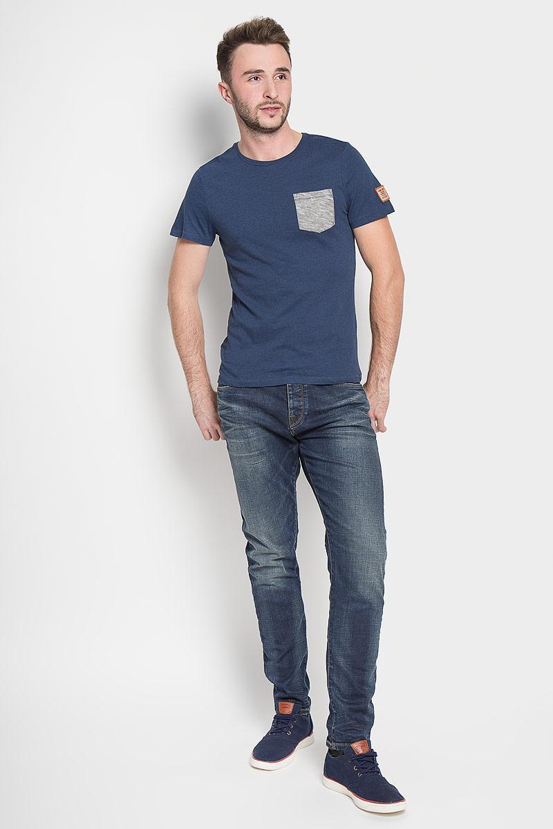 Джинсы16052933_Medium Blue DenimМодные мужские джинсы Selected Homme - это джинсы высочайшего качества, которые прекрасно сидят. Они выполнены из высококачественного эластичного хлопка, что обеспечивает комфорт и удобство при носке. Джинсы стандартной посадки станут отличным дополнением к вашему современному образу. Джинсы застегиваются на пуговицу в поясе и ширинку на пуговицах, дополнены шлевками для ремня. Джинсы имеют классический пятикарманный крой: спереди модель дополнена двумя втачными карманами и одним маленьким накладным кармашком, а сзади - двумя накладными карманами. Модель оформлена перманентными складками и эффектом потертости. Эти модные и в то же время комфортные джинсы послужат отличным дополнением к вашему гардеробу.