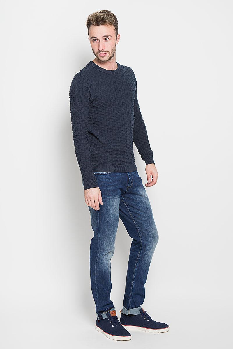 Джемпер16052179_BlueberryСтильный мужской джемпер Selected Homme, выполненный из высококачественного хлопка, необычайно мягкий и приятный на ощупь, не сковывает движения, обеспечивая наибольший комфорт. Модель с круглым вырезом горловины и длинными рукавами идеально гармонирует с любыми предметами одежды и будет уместен и на отдых, и на работу. Низ изделия, горловина и манжеты связаны широкой резинкой, что предотвращает деформацию при носке. Мягкий и уютный джемпер станет прекрасным дополнением вашего гардероба.