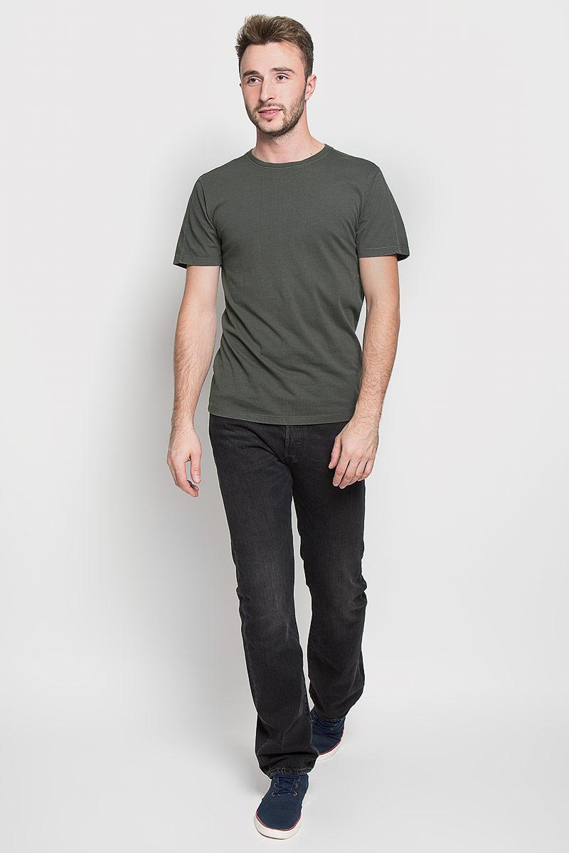 22003963_Dark NavyОригинальная мужская футболка Only & Sons, выполненная из высококачественного хлопка, обладает высокой теплопроводностью, воздухопроницаемостью и гигроскопичностью, позволяет коже дышать. Модель с короткими рукавами и круглым вырезом горловины, оформлена в лаконичном стиле. Горловина дополнена эластичной трикотажной резинкой. Идеальный вариант для тех, кто ценит комфорт и качество.
