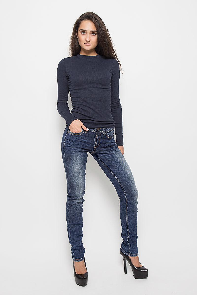 6204857.09.71_1052Стильные женские джинсы Tom Tailor Denim Stella - это джинсы высочайшего качества, которые прекрасно сидят. Они выполнены из высококачественного эластичного хлопка с добавлением полиэстера и вискозы, что обеспечивает комфорт и удобство при носке. Модные джинсы-слим заниженной посадки станут отличным дополнением к вашему современному образу. Джинсы застегиваются на пуговицу в поясе и ширинку на пуговицах, имеют шлевки для ремня. Джинсы имеют классический пятикарманный крой: спереди модель оформлена двумя втачными карманами и одним маленьким накладным кармашком, а сзади - двумя накладными карманами. Эти модные и в то же время комфортные джинсы послужат отличным дополнением к вашему гардеробу.