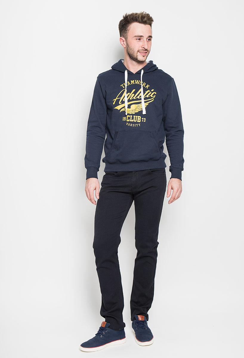 БрюкиP-215/502-6382Стильные мужские брюки Sela Casual Wear, выполненные из высококачественного материала, отлично дополнят ваш образ. Материал изделия плотный, тактильно приятный, позволяет коже дышать. Брюки застегиваются на пуговицу и имеют ширинку на застежке-молнии. На поясе предусмотрены шлевки для ремня. Спереди модель дополнена двумя втачными карманами и маленьким накладным, сзади - двумя накладными карманами. Высокое качество кроя и пошива, дизайн и расцветка придают изделию неповторимый стиль и индивидуальность. Модель займет достойное место в вашем гардеробе!