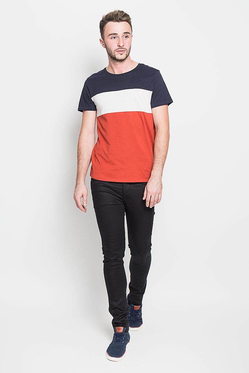 Джинсы16046339_BlackМодные мужские джинсы Selected Homme - это джинсы высочайшего качества, которые прекрасно сидят. Они выполнены из высококачественного эластичного хлопка с добавлением полиэстера, что обеспечивает комфорт и удобство при носке. Джинсы-скинни заниженной посадки станут отличным дополнением к вашему современному образу. Джинсы застегиваются на пуговицу в поясе и ширинку на пуговицах, дополнены шлевками для ремня. Джинсы имеют классический пятикарманный крой: спереди модель дополнена двумя втачными карманами и одним маленьким накладным кармашком, а сзади - двумя накладными карманами. Эти модные и в то же время комфортные джинсы послужат отличным дополнением к вашему гардеробу.