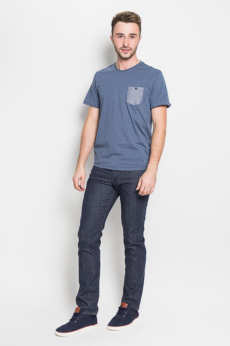 1035613.01.10_6865Стильная мужская футболка Tom Tailor выполнена из хлопка с добавлением полиэстера. Материал очень мягкий и приятный на ощупь, обладает высокой воздухопроницаемостью и гигроскопичностью, позволяет коже дышать. Модель прямого кроя с круглым вырезом горловины и короткими рукавами. Горловина оформлена эффектом необработанного края. На груди модель дополнена небольшим накладным кармашком на пуговице. Такая модель будет дарить вам комфорт в течение всего дня и послужит замечательным дополнением к вашему гардеробу.