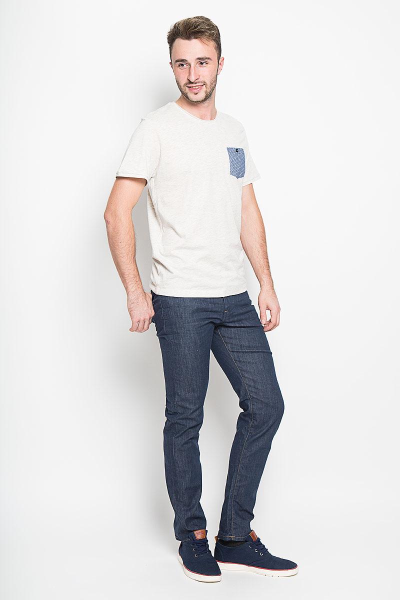 1035613.01.10_2649Стильная мужская футболка Tom Tailor выполнена из натурального хлопка. Материал очень мягкий и приятный на ощупь, обладает высокой воздухопроницаемостью и гигроскопичностью, позволяет коже дышать. Модель прямого кроя с круглым вырезом горловины и короткими рукавами. Горловина оформлена эффектом необработанного края. На груди модель дополнена небольшим накладным кармашком на пуговице. Такая модель будет дарить вам комфорт в течение всего дня и послужит замечательным дополнением к вашему гардеробу.