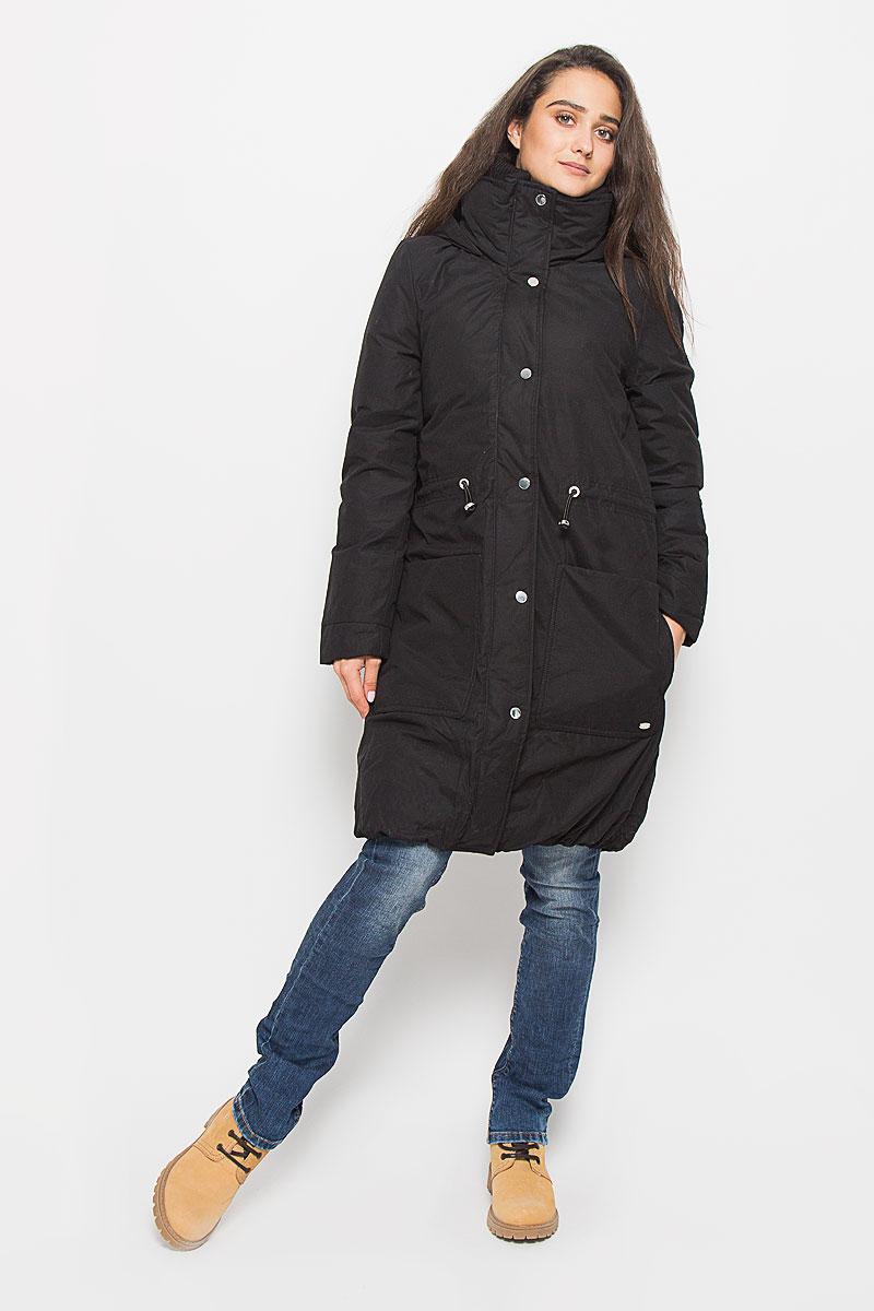 Пальто3820942.00.71_2999Стильное женское пальто Tom Tailor Denim выполнено из высококачественного плотного материала, рассчитано на холодную погоду. Оно поможет вам почувствовать себя максимально уютно и комфортно. Модель с длинными рукавами и несъемным капюшоном застегивается на застежку-молнию и дополнительно ветрозащитным клапаном на кнопки. Воротник-стойка дополнен плотной трикотажной вставкой, для максимальной защиты от непогоды. На талии пальто можно затянуть при помощи кулиски со стопперами. Низ изделия присборен эластичной резинкой. Модель дополнена двойными накладными карманами, верхние на кнопках. В этом пальто вам будет комфортно. Модная фактура ткани, отличное качество, великолепный дизайн.