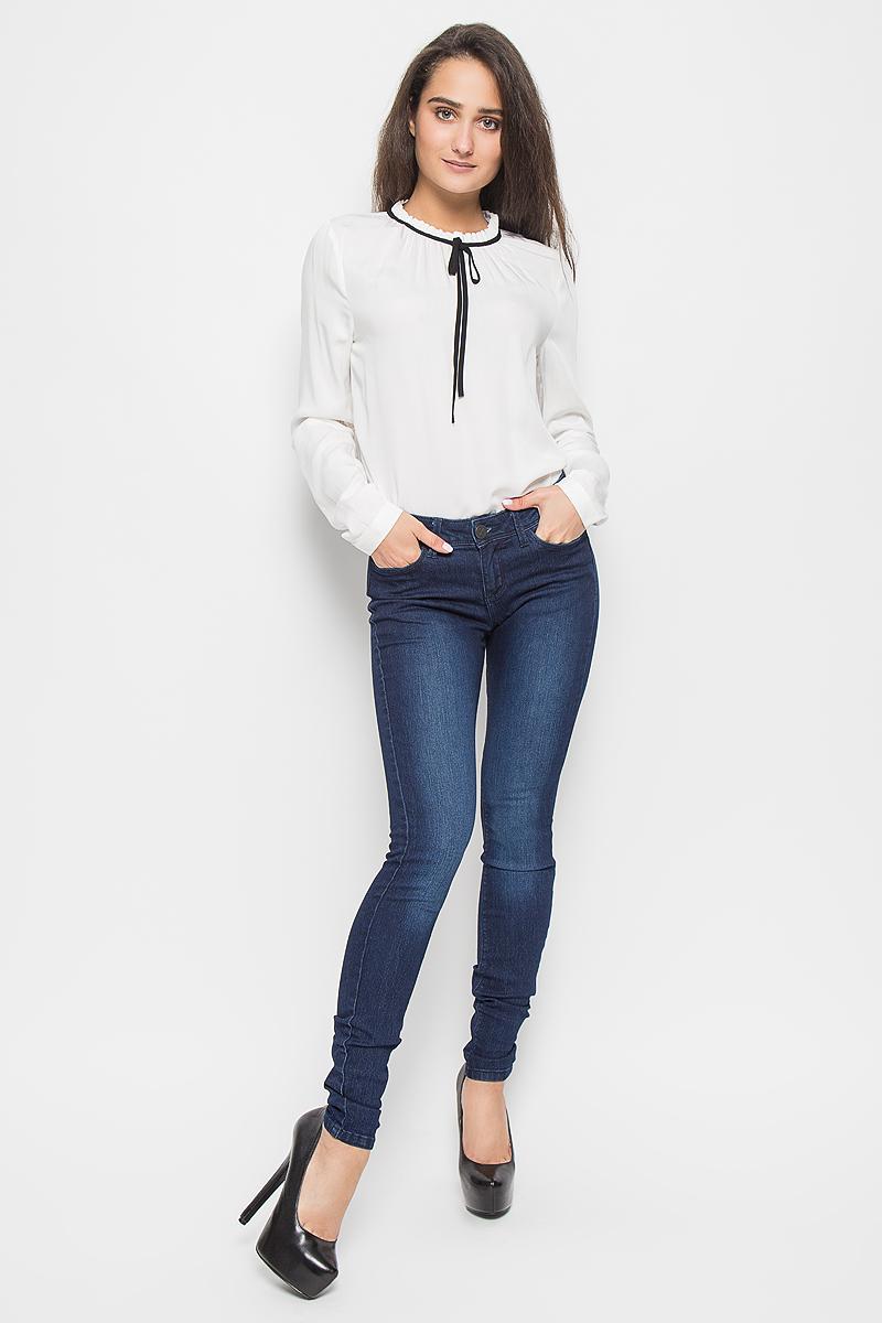 6205009.09.71_1053Стильные женские джинсы Tom Tailor Denim Jona - это джинсы высочайшего качества, которые прекрасно сидят. Они выполнены из высококачественного эластичного хлопка с добавлением полиэстера, что обеспечивает комфорт и удобство при носке. Модные джинсы-скинни заниженной посадки станут отличным дополнением к вашему современному образу. Джинсы застегиваются на пуговицу в поясе и ширинку на застежке-молнии, имеют шлевки для ремня. Джинсы имеют классический пятикарманный крой: спереди модель оформлена двумя втачными карманами и одним маленьким накладным кармашком, а сзади - двумя накладными карманами. Эти модные и в то же время комфортные джинсы послужат отличным дополнением к вашему гардеробу.
