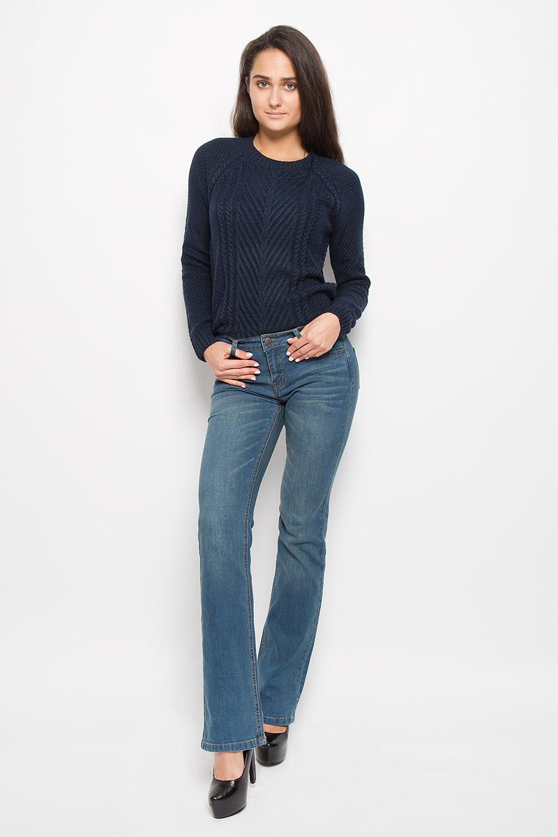 PJ-135/542-6393Стильные женские джинсы Sela Denim подчеркнут ваш уникальный стиль и помогут создать оригинальный женственный образ. Модель выполнена из высококачественного эластичного хлопка с добавлением полиэстера. Материал мягкий и приятный на ощупь, не сковывает движения и позволяет коже дышать. Джинсы прямого кроя и средней посадки застегиваются на пуговицу в поясе и ширинку на застежке-молнии. На поясе предусмотрены шлевки для ремня. Спереди модель оформлена двумя втачными карманами и одним маленьким накладным кармашком, а сзади - двумя накладными карманами. Модель оформлена эффектом притертости, перманентными складками. Эти модные и в тоже время комфортные джинсы послужат отличным дополнением к вашему гардеробу.