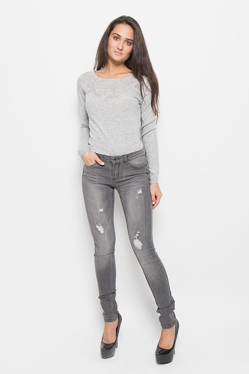 PJ-135/559-6352Модные женские джинсы Sela станут отличным дополнением к вашему гардеробу. Изготовленные из эластичного хлопка, они мягкие и приятные на ощупь, не сковывают движения и позволяют коже дышать. Джинсы-скинни застегиваются на металлическую пуговицу и имеют ширинку на застежке- молнии, а также шлевки для ремня. Спереди расположены два втачных кармана и один маленький накладной, а сзади - два накладных кармана. Изделие оформлено эффектом искусственного состаривания денима: прорезями, потертостями, перманентными складками. Современный дизайн и расцветка делают эти джинсы стильным предметом женской одежды. Это идеальный вариант для тех, кто хочет заявить о себе и своей индивидуальности.