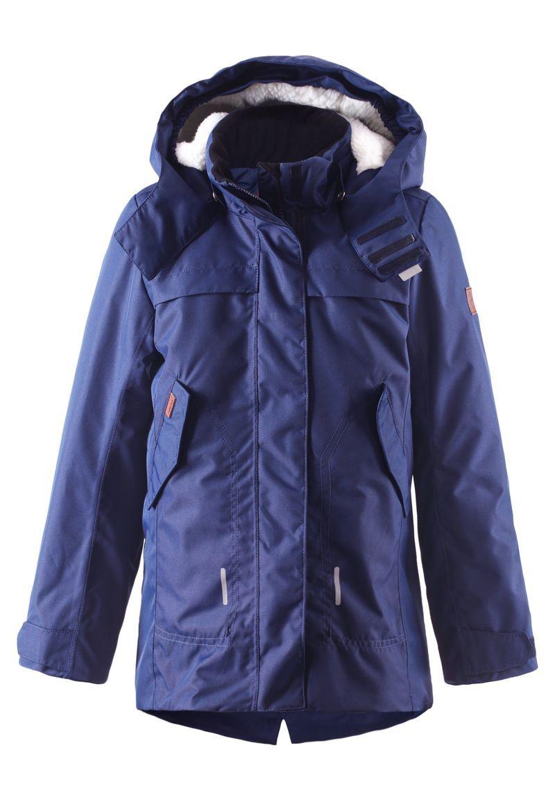 Куртка531226-4900Стильная зимняя куртка должна быть у всех модных любителей прогулок! Удлиненная модель прямого покроя отличается яркой расцветкой и создает восхитительный зимний образ! Куртка пошита из ветронепроницаемого дышащего материала, который отталкивает воду и грязь, поэтому она идеально подходит для любых уличных развлечений. Съемный капюшон не только защищает от холодного ветра, но и безопасен во время игр на свежем воздухе. Если закрепленный кнопками капюшон зацепится за что-нибудь, он легко отстегнется. Чтобы куртка больше прилегала по фигуре, ее можно отрегулировать на талии, а фасонный, более длинный задний подол обеспечивает дополнительную защиту. Традиционная и функциональная — отлично подходит для улицы! Водонепроницаемость: Waterpillar over 10 000 mm.