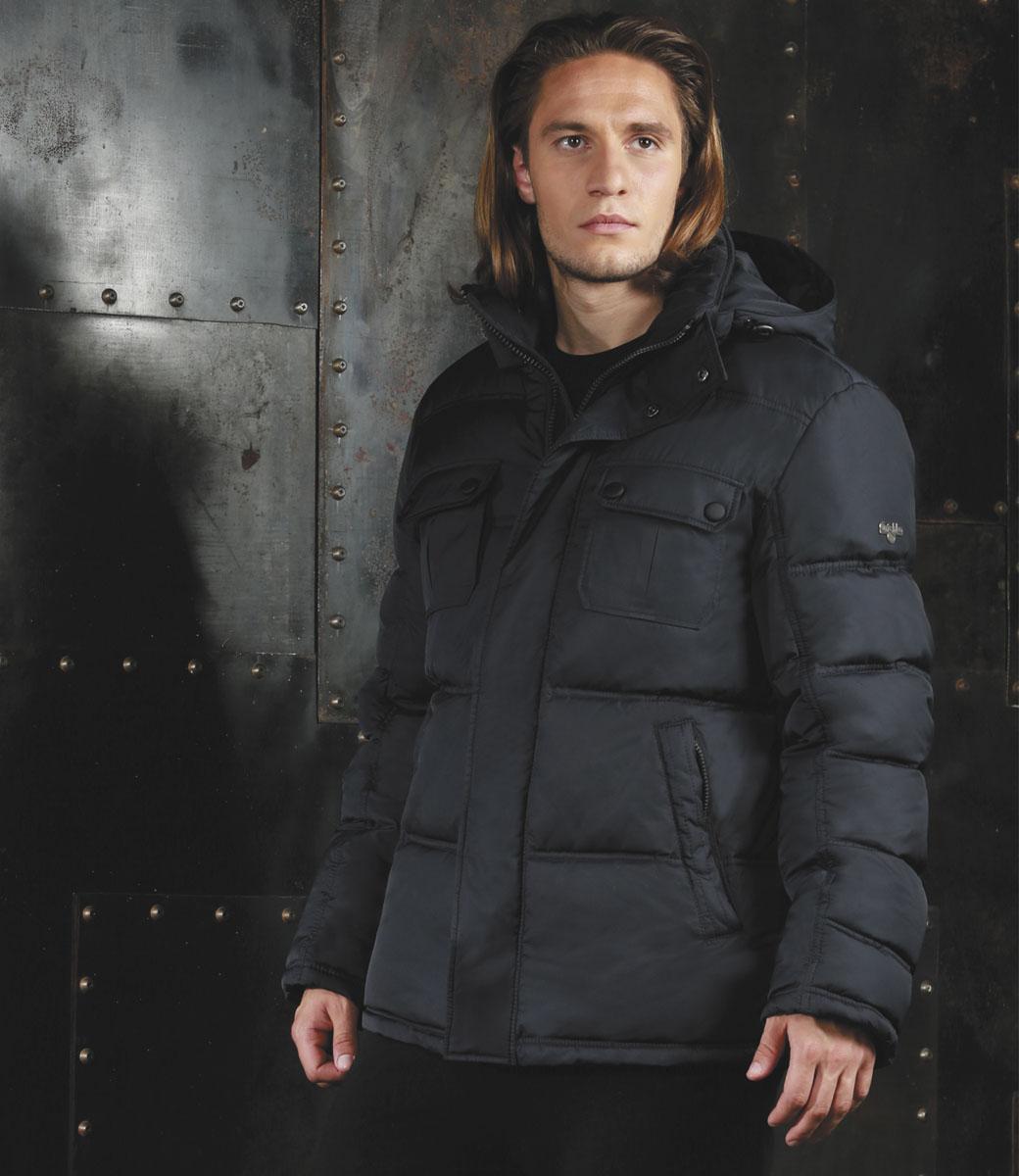 КурткаAL-2975Практичная универсальная куртка спортивного силуэта Grishko с застежкой на молнию и закрытым глубоким капюшоном, снабженным фиксаторами, дополнительно защищающим от непогоды, - незаменимая модель в холодную осеннюю погоду. Куртка дополнена двумя накладными карманами с клапанами на кнопках на груди, двумя боковыми втачными карманами на молнии и внутренним карманом. Утеплитель - 100% микрофайбер - это утеплитель нового поколения, который отличается повышенной теплоизоляцией, антибактериальными свойствами, долговечностью в использовании и необычайно легок в носке и уходе.